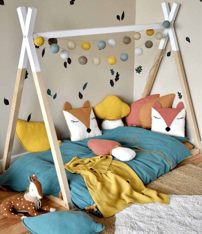 Toddler-Room with tipi bed & animal pillow