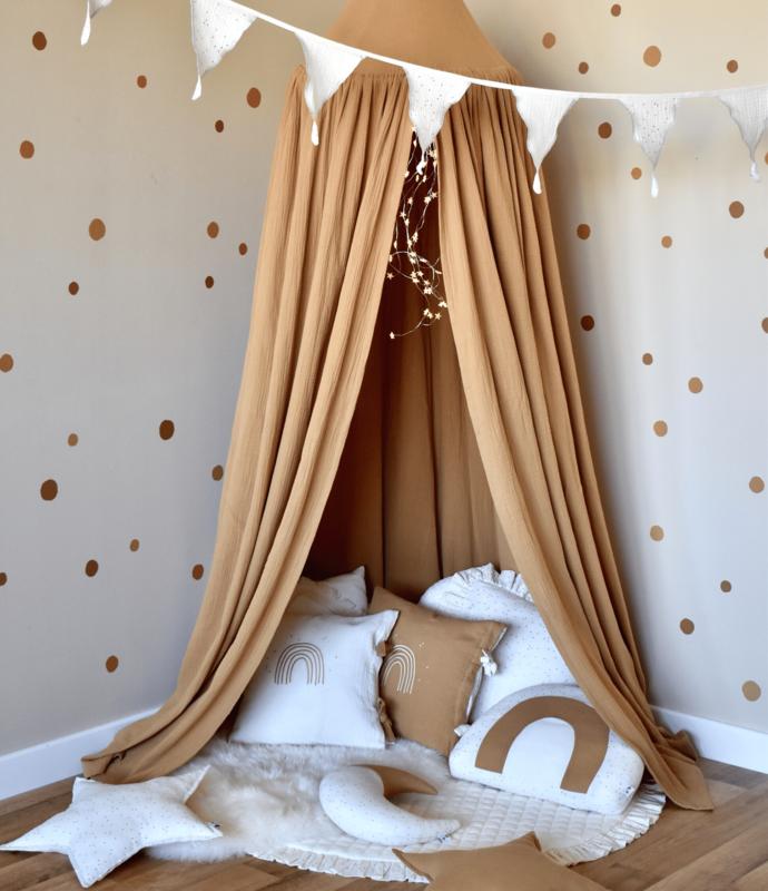 Cozy-Corner in camel, cream & gold