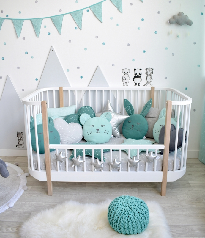 Toddler-Room with mountains in mint & grey