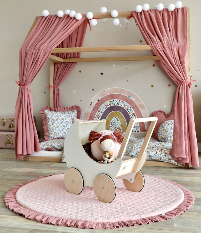 Kidsroom with house bed in dusty rose