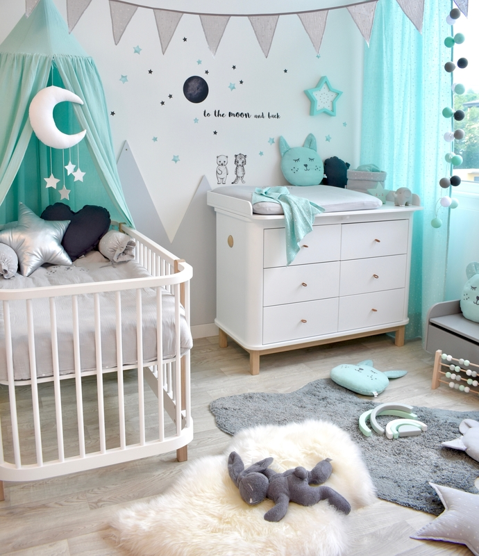 Babyroom with mountains in mint & grey