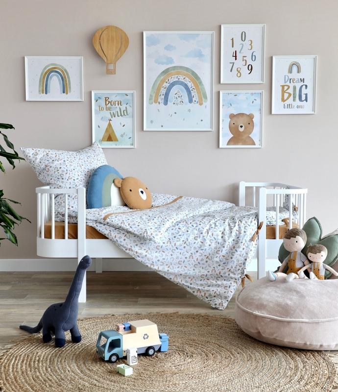 Kinderzimmer mit bunten Postern & Sitzsack