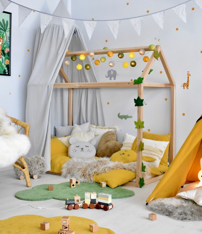 Jungle-Room in yellow & green with house bed